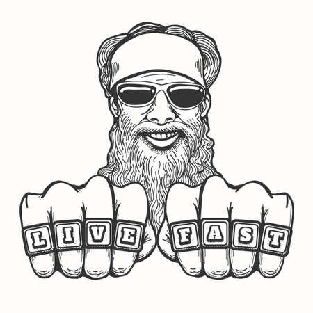 Bearded lächelnd Biker in den Gläsern und Bandana hält seine Fäuste mit Club-Ringe Live Fast. Illustration im Cartoon-Stil.