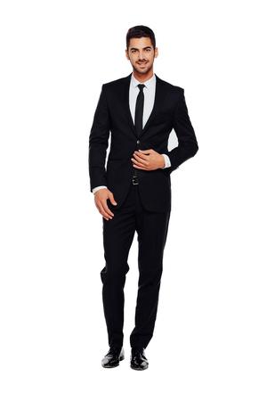 Elegante zakenman die camera met betrouwbaarheid op een witte achtergrond Stockfoto - 48468205
