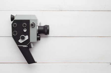 Weinlese-Videokamera über weiß Holztisch, oben zu betrachten und mit Kopie Platz für Text oder andere desing Standard-Bild - 38821083