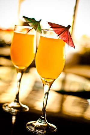 buonanotte: Cocktail tropicali sulla barra