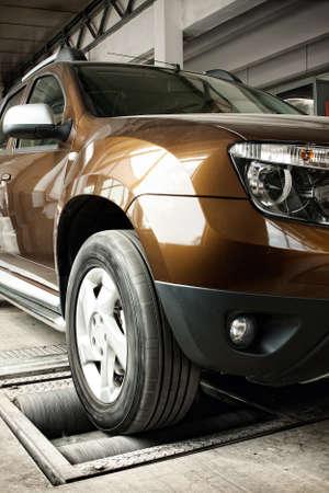 Suspens�o do carro e sistema de testes de freio, com manuten�ao pneu