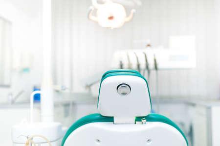 ローカルのプライベート歯科医院の歯科医の椅子の詳細 写真素材 - 24917915