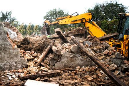 break down: Hydraulic crusher, industrial excavator machinery working on a rainy site demolition Stock Photo
