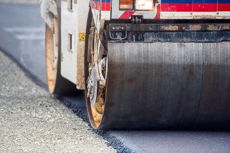 Schwere Vibration Walzenkompaktor am Asphalt Werke für Straßen- und Autobahnbau Lizenzfreie Bilder
