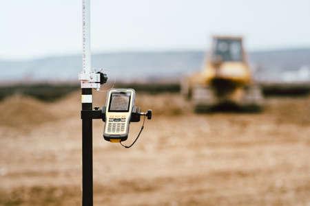 測量業界におけるGPSとセオドライトの詳細をクローズアップ。建設現場詳細