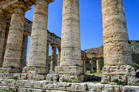 doric: Templo d�rico en Segesta, Italia Foto de archivo