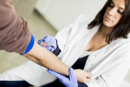 krankenschwester spritze: Blutentnahme