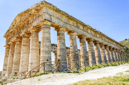 segesta: Doric temple in Segesta, Italy