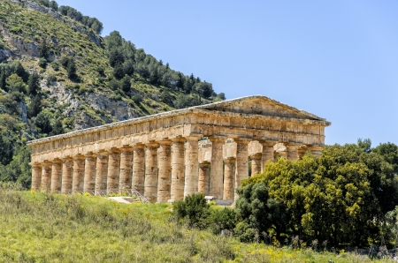 Doric temple in Segesta, Italy photo