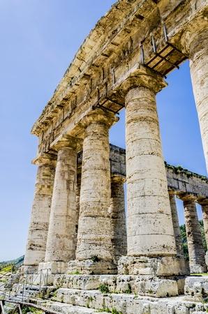 doric: Doric temple in Segesta, Italy