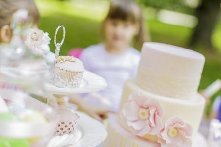 pasteles de cumpleaños: Fiesta de cumpleaños Foto de archivo