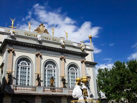 Figueres, Spagna - 8 settembre 2010: Museo di Dali a Figueres, Spagna. Museo è stato inaugurato il 28 settembre 1974 e ospita la più grande collezione di opere di Salvador Dali. Editoriali