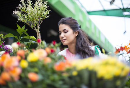 buying: Young woman buying flowers