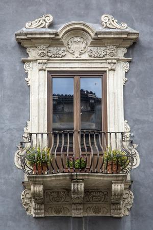 sycylijski: Stary sycylijski okno Zdjęcie Seryjne