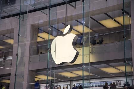 SYDNEY, AUSTRALIA - 02 de febrero 2015: Detalle de la tienda de Apple en Sidney, Australia. Apple es la multinacional estadounidense fundada en 1976 en Cupertino, California.