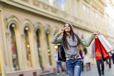 ショッピングの若い女性 写真素材