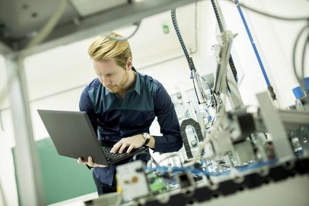 Ingénieur dans l'usine Banque d'images - 44192310