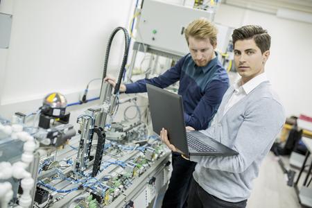 Ingeniero en la fábrica