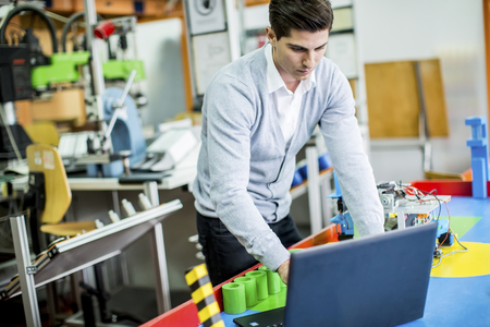 supervisores: Ingeniero en la fábrica