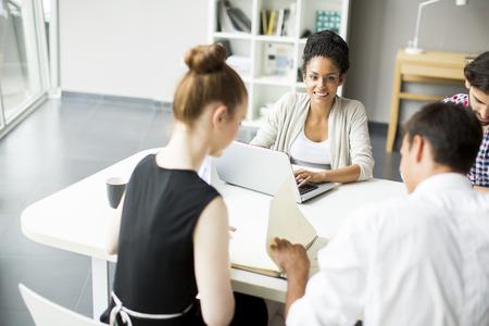 administracion de empresas: Los jóvenes en la oficina