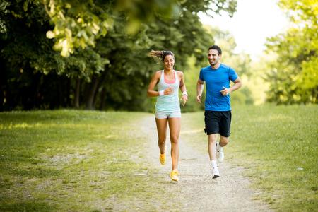 corriendo: par de funcionamiento joven