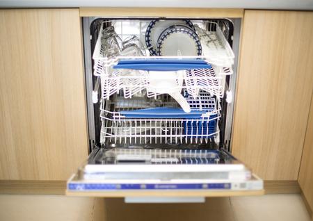 dishwashing: Dishwashing machine