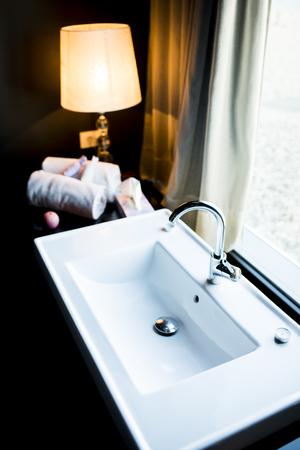washbasin: Washbasin