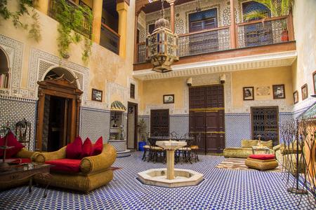 マラケシュ、モロッコのリヤドの Amlal からマラケシュ, モロッコ - 2014 年 9 月 11 日: 詳細。Riad Amlal は、本格的な内装の客室を有し、真のモロッコの 報道画像