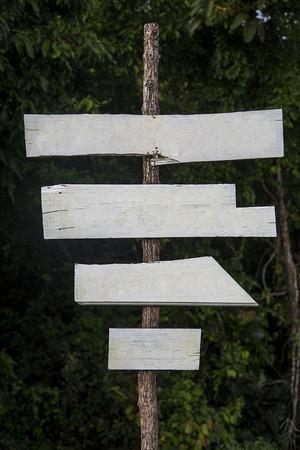 signboards: Avisos de vac�os en el bosque en Tailandia Foto de archivo