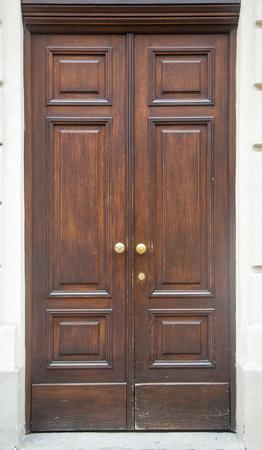 Traditionelle alte Tür aus Torino, Italien