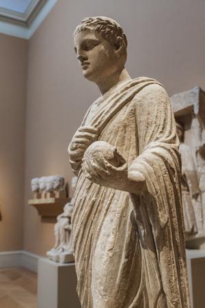 escultura romana: NUEVA YORK, ESTADOS UNIDOS - 12 de agosto, 2016: escultura romana del Museo Metropolitano de Arte de Nueva York. Este es el mayor museo de arte en los Estados Unidos