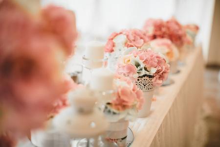 Detalle de la decoración de la boda de la flor en la mesa Foto de archivo