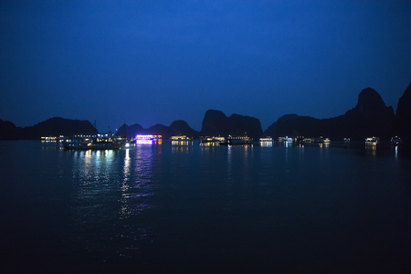 View at Ha Long Bay in Vietnam at night 版權商用圖片