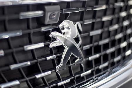 베오그라드, 세르비아 -3 월 28 일, 2017 : 베오그라드, 세르비아에서 푸조 자동차의 세부 사항. 자동차 제조업체로서의 푸조는 1882 년에 설립되었습니다. 에디토리얼