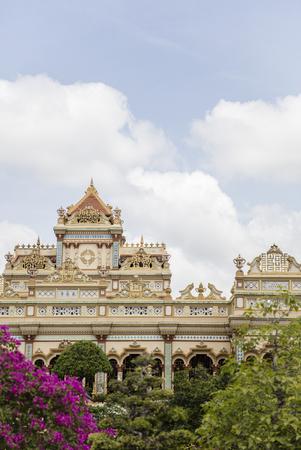 メコンデルタ、ベトナムのビン トラン寺ビュー