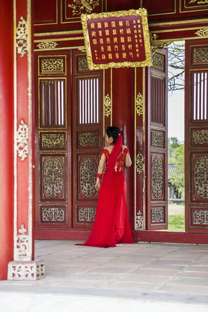 royal: HUE, VIETNAM - FEBRUARY 19, 2017: Unidentified bride at Royal Palace in Hue, Vietnam. Traditional Vietnamese wedding is one of the most important ceremonies in Vietnamese culture Editorial