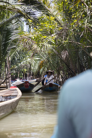MEKONG DELTA, VIETNAM - FEBRUARY 21, 2017: Unidentified people in the boat at Mekong Delta in Vietnam. Boats are the main means of transportation in Mekong Delta. 写真素材 - 134123825