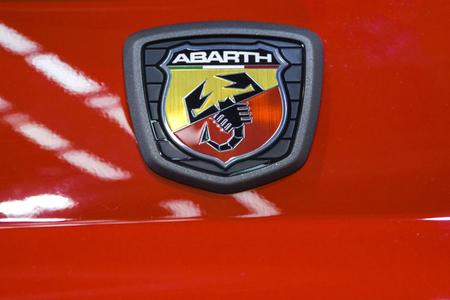 BELGRADO, SERBIA - 28 MARZO 2017: Dettaglio dell'automobile di Fiat Abarth. L'auto Abarth fu fondata dall'italo-austriaco Carlo Abarth nel 1949. Archivio Fotografico - 78554550