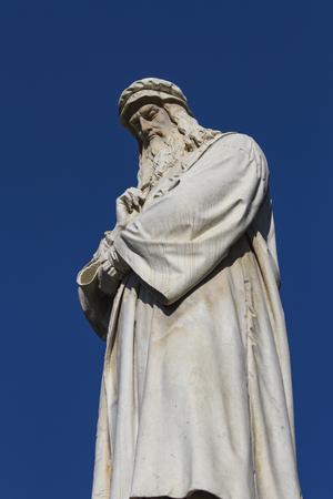 leonardo da vinci: Leonardo da Vinci monument in Milan, Italy Editorial