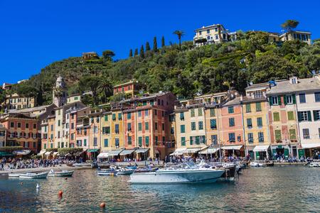 PORTOFINO, 이탈리아 - 우리 모두의 2 월 29 일, Portofino, 이탈리아에서 미확인 된 사람들. Portofino 리구 리아 바다에서 인기있는 관광지입니다. 에디토리얼