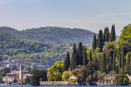 イタリアのコモ湖にチェルノッビオの町で表示します。 写真素材