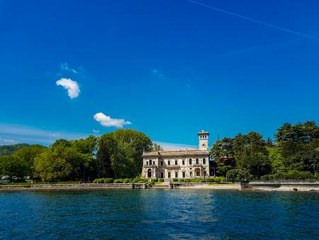 イタリアのコモ湖の Tavernola の町から詳細