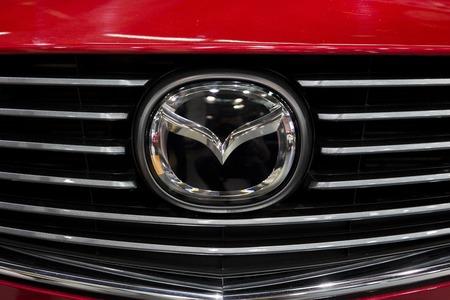 베오그라드, 세르비아 -3 월 28 일, 2017 : 베오그라드, 세르비아에서 마쓰다 자동차에서 세부 사항. Mazda는 1920 년에 설립 된 일본계 다국적 자동차 회사입 에디토리얼