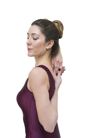 Vrouw het praktizeren yoga in het koegezicht stelt