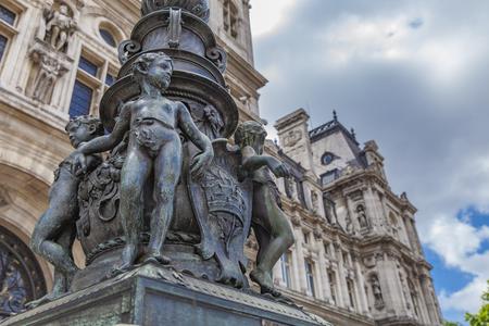 フランス、パリの Hotel de Ville (市庁舎) 前に装飾的なランプのポストの詳細