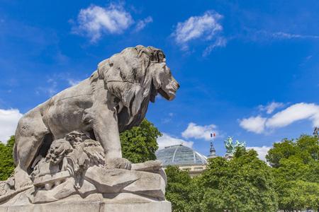 1900 年に、パリのアレクサンドル 3 世橋からジョルジュ ・ Gardet でランファン ライオンの像