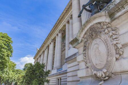 Détail du Palais de la Découverte à Paris, France Banque d'images - 80830918