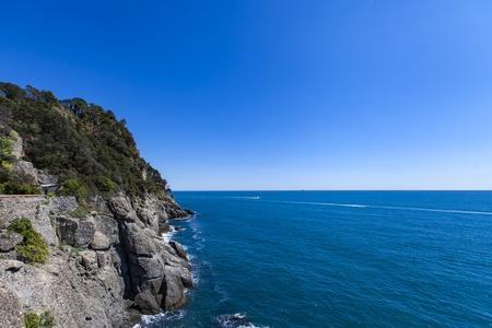 이탈리아의 Portofino에서 리구 리아 해에서 절벽에서 볼 수 있습니다. 스톡 콘텐츠