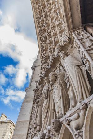 大聖堂ノートルダム ・ ド ・ パリの詳細 写真素材