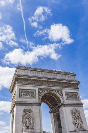 Vista en el Arco de Triunfo en París, Francia Foto de archivo - 81178189